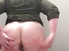 Slut BBW Inserts Sharpie in Cunt and Ass