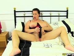 British housewife Eva Jayne flaunting say no to big tits