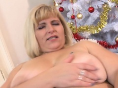 Solo BBW has divertissement with a dildo