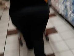 Humoungous Granny Ass Returns (Voyeur)
