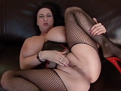 Big Boobs Kitty Lee Masturbates