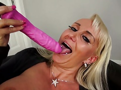 Mature super mom with most assuredly itchy vagina