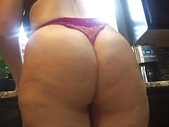 Big booty lacklustre girl in thong