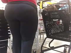 Spying Mature Big Butt BBW Give someone a tongue-lashing Voyeur - Candid