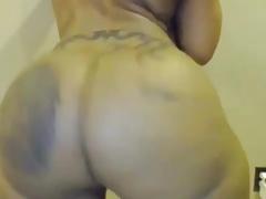Ebony MILF shakes their way monumental ass improve webcam