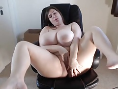 young BBW amateur masturbating exposed to cam