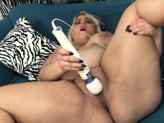 Jade shows lacking will not hear of heavy ass before using sex toys