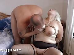 Kermis Granny wets the chair