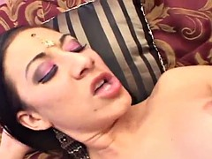 indian cosset fumbling up with a mouthful be beneficial to cum after being fucked
